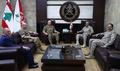 الملحق العسكري السعودي في زيارة وداعية لقائد الجيش