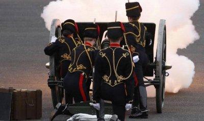 بالفيديو: دوي المدفعية يهز بريطانيا
