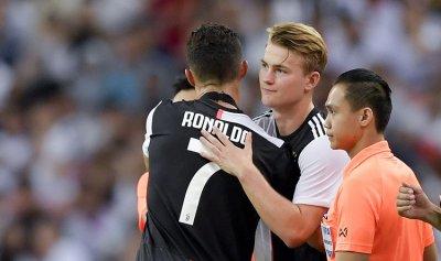 رونالدو يهدد مستقبل دي ليخت