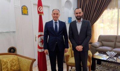 باريكيان يُسلّم سفير تونس درعاً تقديريًا لجهوده بدعم بيروت