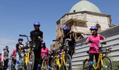 موصليات يكسرن القيود بأول ماراثون لركوب الدراجات