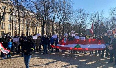 تظاهرة في باريس دعماً لتحقيق دولي بإنفجار المرفأ