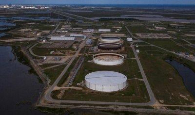 ارتفاع أسعار النفط مع تراجع المخزونات الأميركية