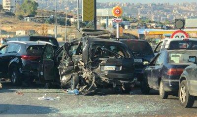 بالصور: 6 جرحى بحادث سير مروع على اوتوستراد السعديات