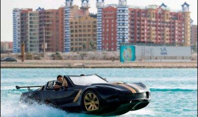 """بالصور: سيارات """"تسير على سطح البحر"""" في مصر"""