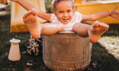مصرية تُغرق طفلتها ببرميل مياه