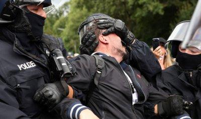 """توقيف أكثر من 500 محتج على قيود """"كورونا"""" في برلين"""