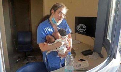 بالصورة ـ رونالدينيو يكرم ممرضة أنقذت 3 أطفال رضع في 4 آب