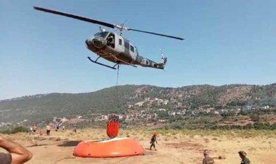 طوافة عسكرية تعمل على إخماد النيران في وادي جهنم
