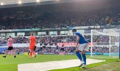 حيلة لاعب إنكليزي تنقذ فريقه من الخسارة