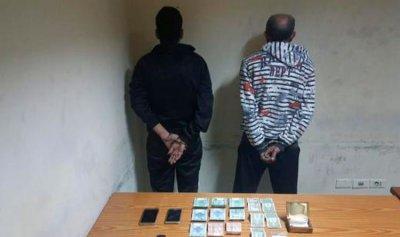 بالجرم المشهود… مروج مخدرات وأحد زبائنه بقبضة الأمن