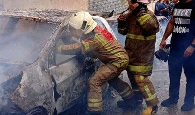 بالصورة: إخماد حريق سيارتين في الاوزاعي