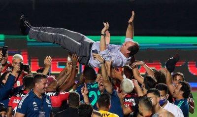 رغم الخسارة… فلامنغو يحرز لقب الدوري البرازيلي