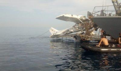 بالصورة: الجيش ينتشل طائرة حالات