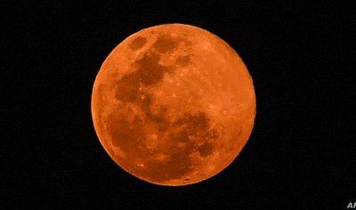 """بالصور – العالم على موعد مع """"القمر الوردي"""" في 26 نيسان"""
