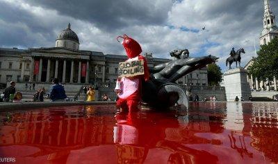 """""""نافورة الدم""""… مشهد مرعب في لندن"""