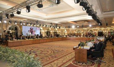 الانقسامات تطغى على قمة بيروت وسط غياب الرؤساء