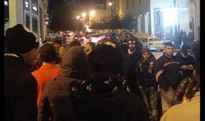 الثوار أمام مدخل مجلس النواب مجدداً