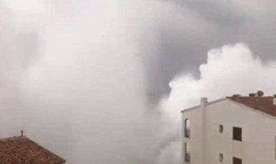 بالفيديو: الأمواج تضرب البنايات في إسبانيا