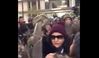 بالفيديو: اشكال بين الثائرات والجيش
