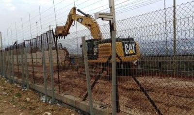 اسرائيل تستأنف تركيب سياج حديدي