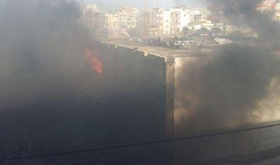 بالصورة: حريق بمحلات لبيع قطع السيارات في صيدا