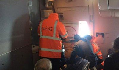 بالفيديو والصور: احتجزوا على متن الطائرة طوال 14 ساعة