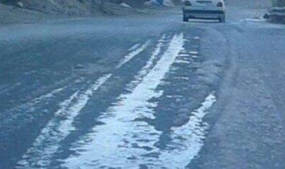 الجليد يغطى شوارع بعلبك