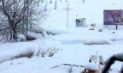 الدفاع المدني يزيل الثلوج في جرود كسروان 