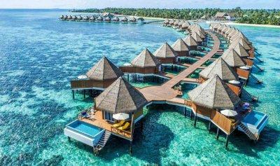 """مياه """"المالديف"""" تبتلع السياح"""