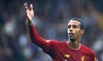 """ليفربول يمدد عقد """"الذراع الأيمن"""""""