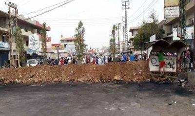 قطع طريق عام بلدة الحصنية في عكار بالأتربة