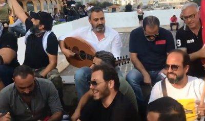 بالفيديو: فنانو لبنان يعتصمون في ساحة الشهداء