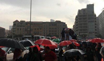 مسيرة المحتجين وصلت إلى رياض الصلح