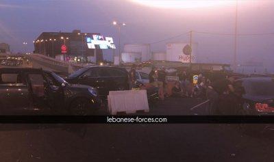 بالصور: قطع أوتوستراد جل الديب بالسيارات