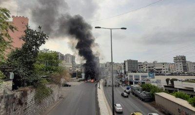 خاص بالفيديو: مرافق باسيل يشهر سلاحه بوجه المحتجين