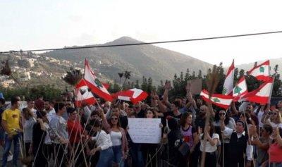 حلقات دبكة وأعلام لبنانية في مرجعيون
