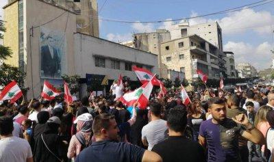 ارتفاع أعداد المحتجين أمام سراي النبطية