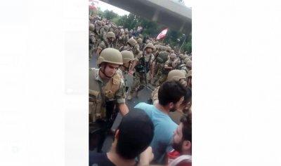 """بالفيديو: """"تسلم يا عسكر لبنان"""" على نهر الكلب"""