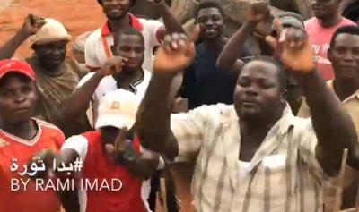 "بالفيديو: نيجيريون يهتفون ""بدا ثورة يلا لبنان"""