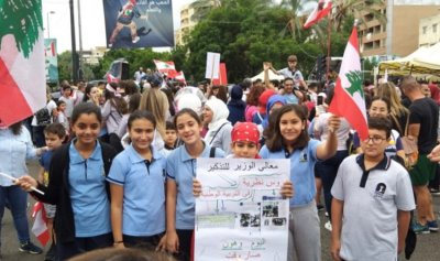 المتظاهرون في ساحة إيليا ـ صيدا واقفال للمحال