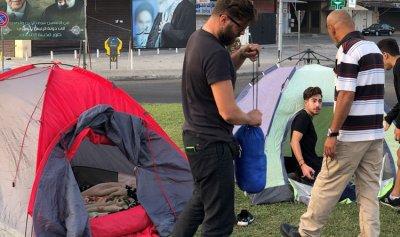 بالصورة: متظاهرو صور يبيتون ليلتهم في ساحة العلم