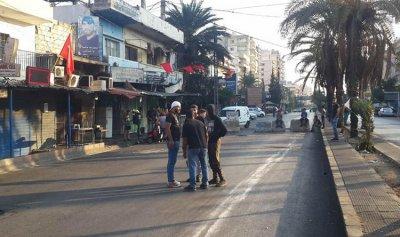 محتجون يقطعون طريق الضنية طرابلس وأوتوستراد البداوي