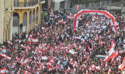 بالونات بألوان العلم اللبناني في سماء ساحة الشهداء