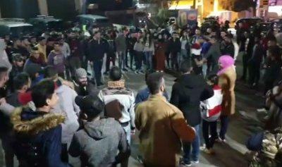 ساحة حلبا تغص بالمحتجين