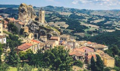 إقليم إيطالي يدفع مالا لمن يسكنه
