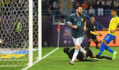 """الأرجنتين تهزم البرازيل في """"سوبر كلاسيكو"""" الرياض"""