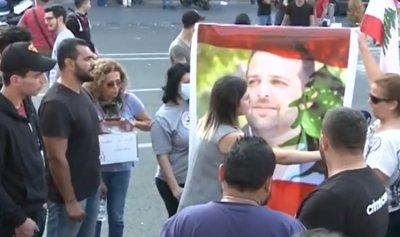 وفي ليلة 12 تشرين ارتفع علاء شهيدا وسقطت الدولة