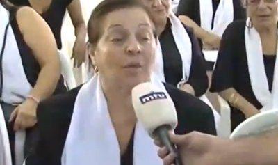 """بالفيديو – والدة علاء أبو فخر: """"إبني شهيد لبنان والثورة"""""""