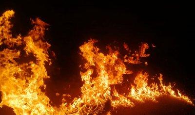 بالصورة: إقفال طريق مزرعة يشوع بالإطارات المشتعلة